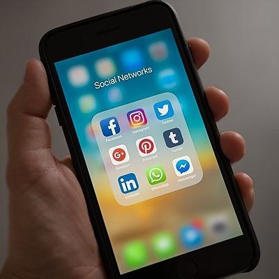Social Media - 0437