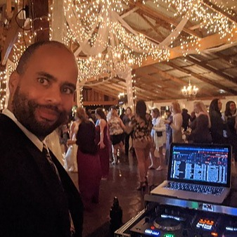 Derrick R Kearney Hire Me To DJ Your Next Event Link Thumbnail | Linktree