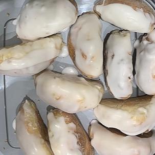 @Graces_bakes Iced buns Link Thumbnail   Linktree