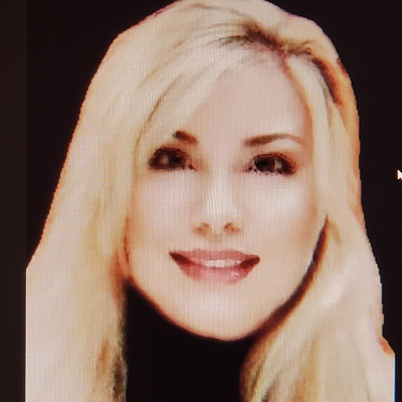 @AlinaDemeter Profile Image | Linktree