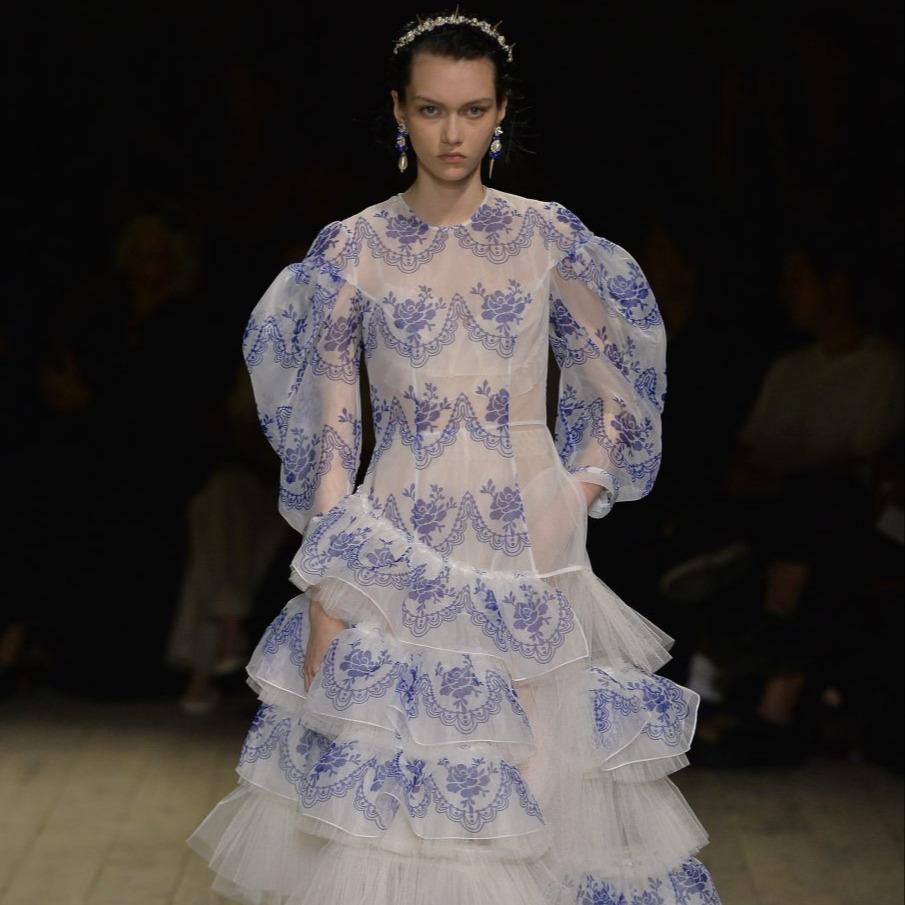 @fashionhr Richard Quinn, Simone Rocha i Victoria Beckham obilježili otvaranje londonskog Tjedna mode! Link Thumbnail | Linktree