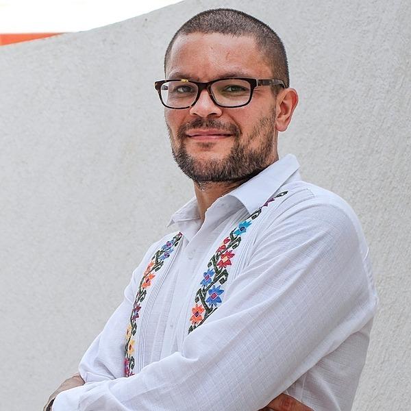 Alejandro Boucabeille LinkedIn Professional Link Thumbnail | Linktree