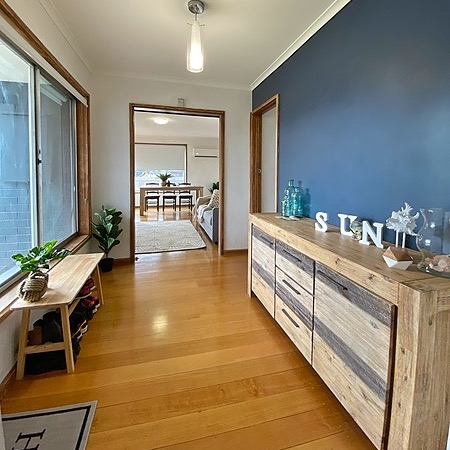 Melbourne Airbnbs' 3 Bed 1Bath House Seaford Link Thumbnail | Linktree