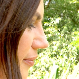 Julia Thomsen (JuliaThom) Profile Image | Linktree
