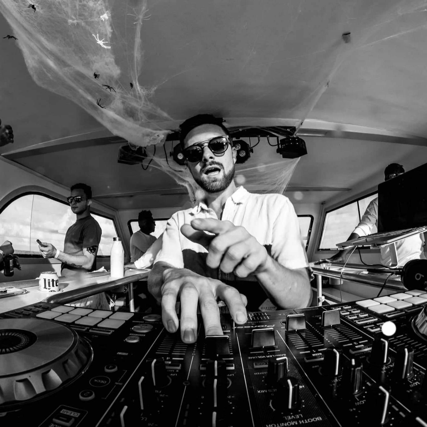 DJ LYNXX (djlynxxofficial) Profile Image | Linktree