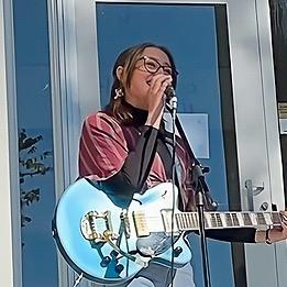 Della Lewis (Dellalewismusic) Profile Image   Linktree