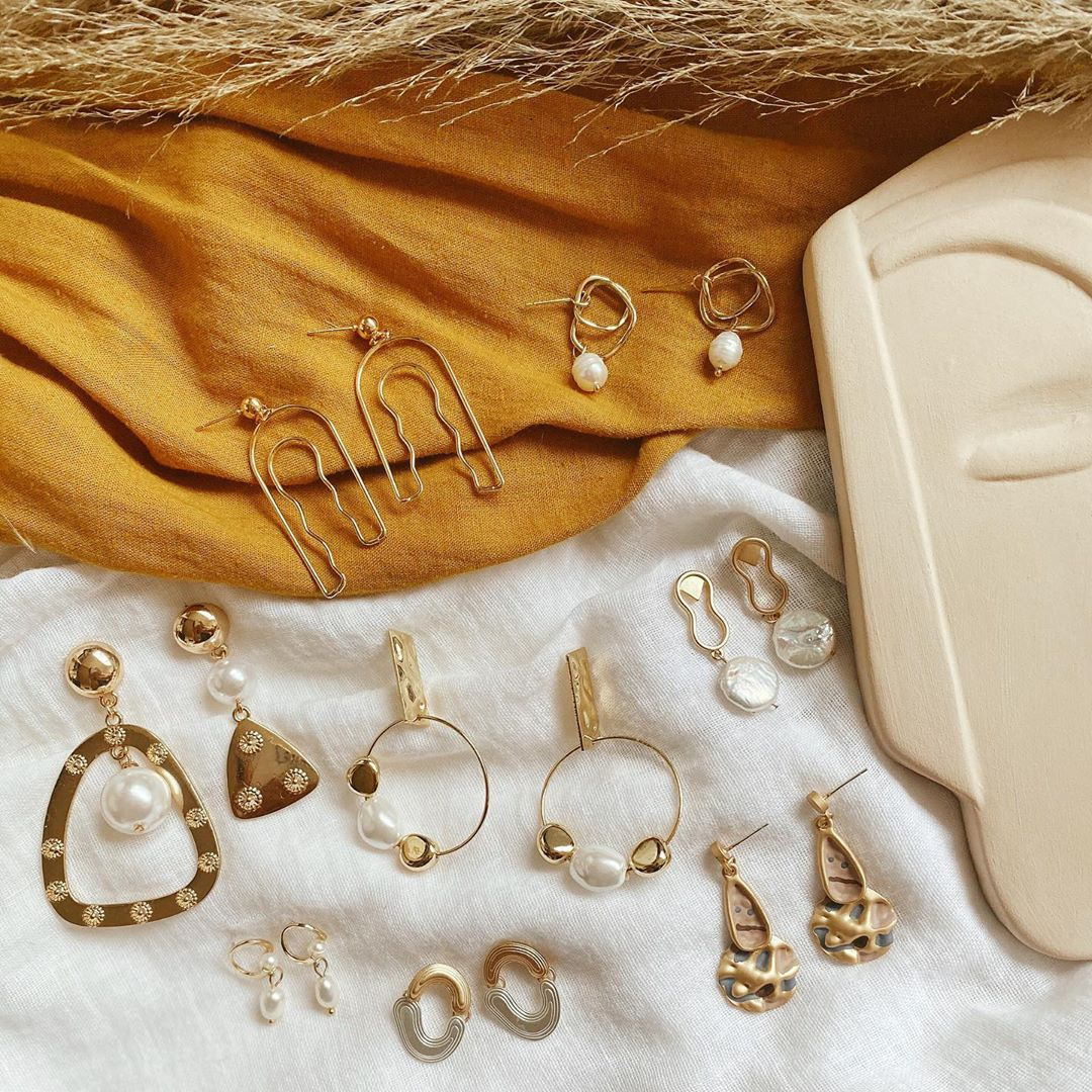 @fashionhr Zlatne naušnice kao omiljeni dodatak koji podiže svaku kombinaciju Link Thumbnail | Linktree