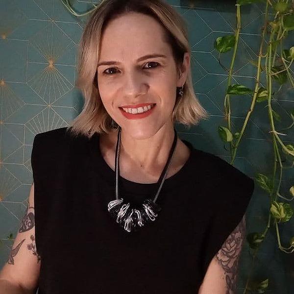@_elaineteixeira Profile Image | Linktree