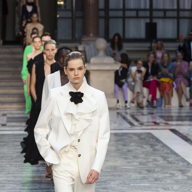 @fashionhr LFW: Victoria Beckham sjajnom kolekcijom opravdala je sva očekivanja Link Thumbnail | Linktree
