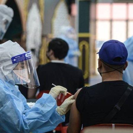 @sinar.harian Penerima vaksin dibenar rakam video: Khairy Link Thumbnail | Linktree