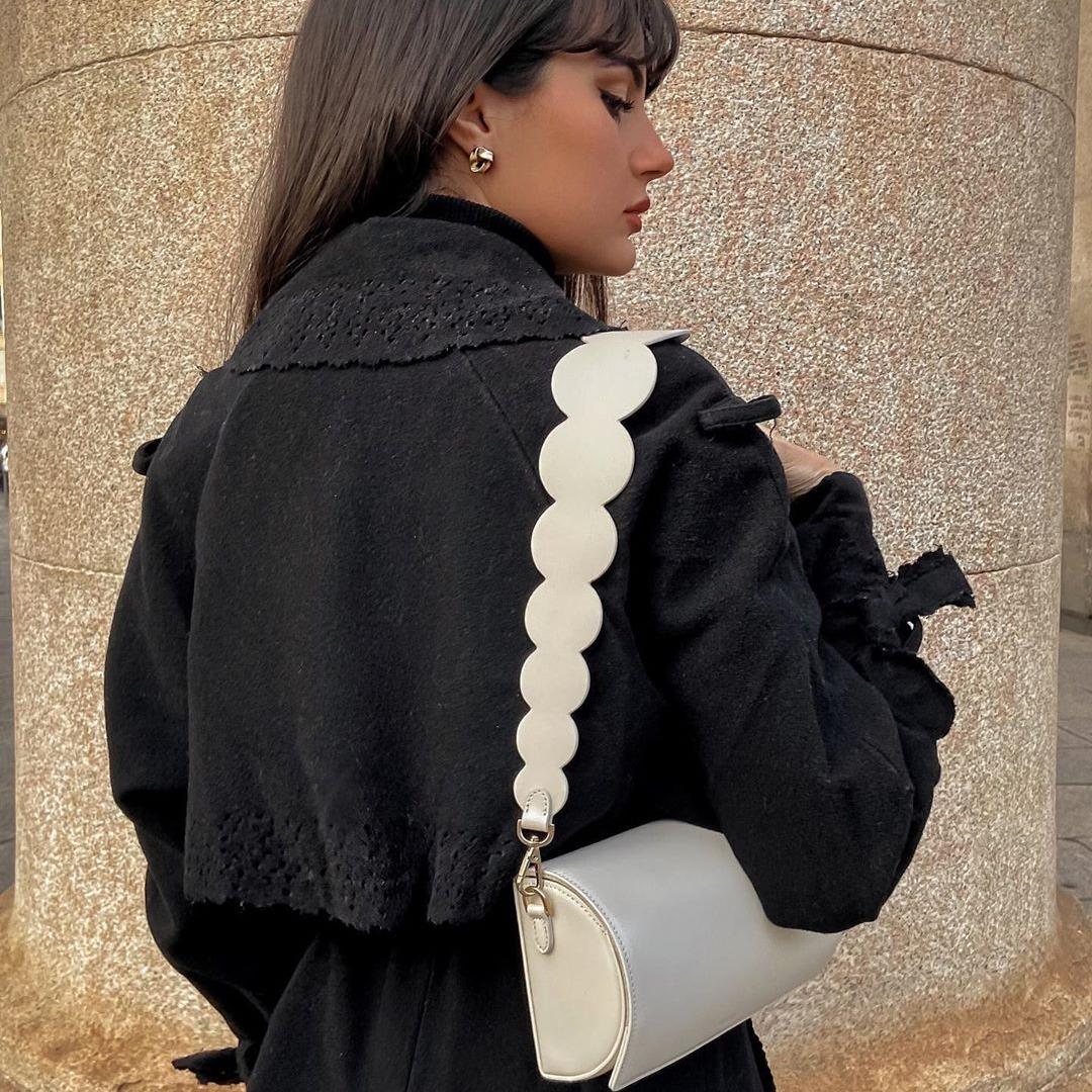 @fashionhr Najpoželjnija torbica sezone ovog puta dolazi u bijeloj boji! Link Thumbnail | Linktree