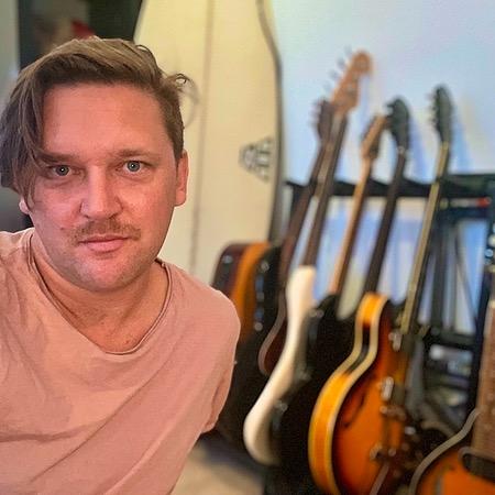 @jacobmooremusic Jacob Moore talks music gear & his songwriting process Link Thumbnail   Linktree