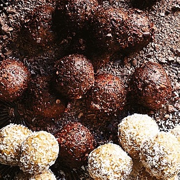 @donna.hay Cacao crunch bliss balls Link Thumbnail   Linktree