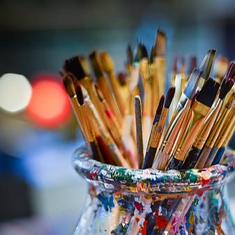 "@dotsinabox Artigo: ""A executiva de RH que se permitiu ser (até) professora de artes"", por Fernanda Abrantes Link Thumbnail | Linktree"