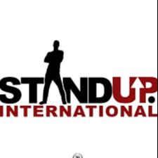 Stand Up - ein Trainingsprogramm von Hollaback und L'Oréal Paris gegen Belästigung in der Öffentlichkeit. Nimm jetzt am kostenlosen Training teil!