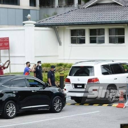 @sinar.harian Ahmad Zahid, Mat Sabu, Guan Eng tiba di Istana Negara Link Thumbnail | Linktree