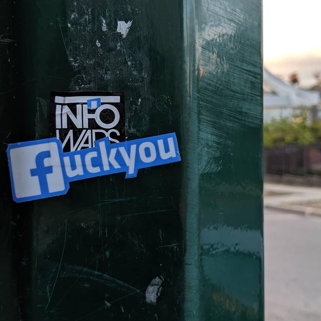 @fashionhr Imamo li pravo na privatnost ako je se i sami svakodnevno svjesno odričemo? Link Thumbnail | Linktree