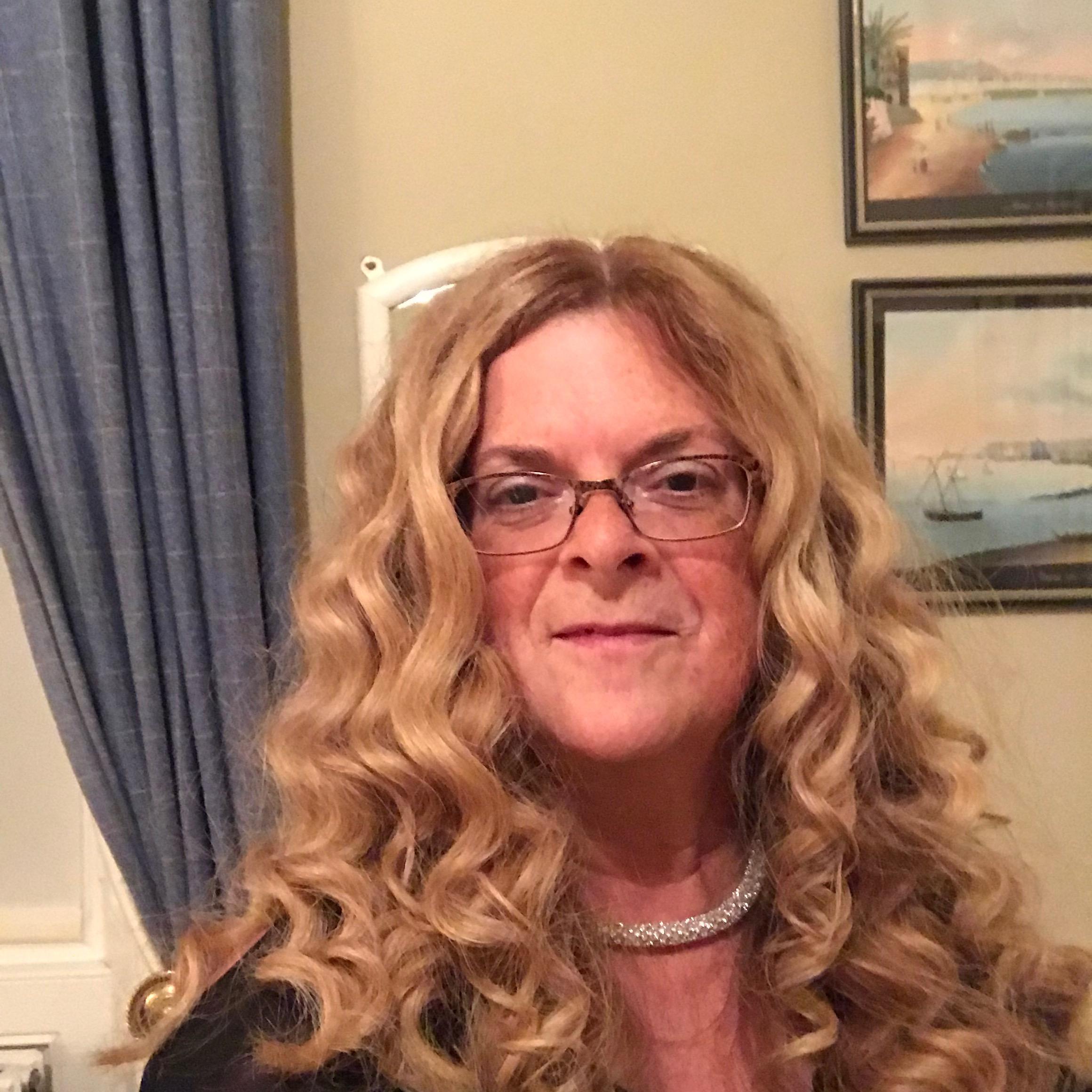 @HollyRogo Profile Image | Linktree