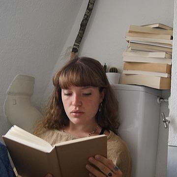 L i B R A R Y (femiluna.library) Profile Image | Linktree