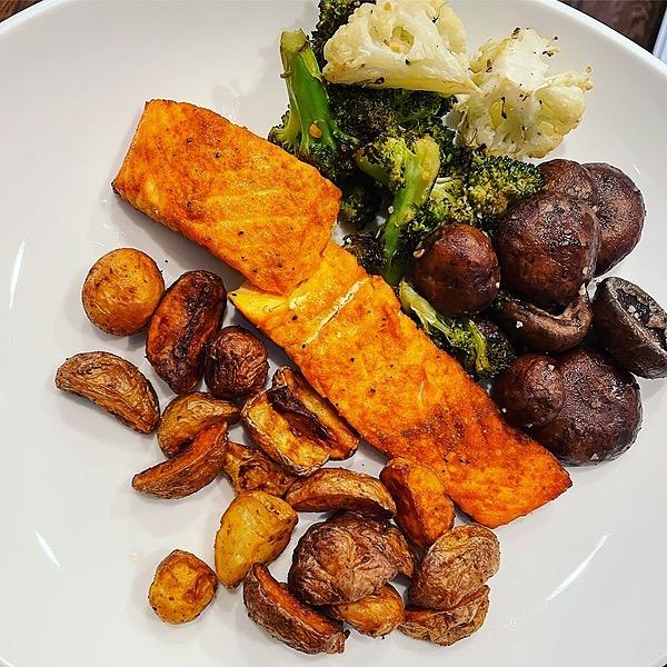 @amysmealdeal Air Fryer Salmon & Potatoes - @instantloss Link Thumbnail | Linktree