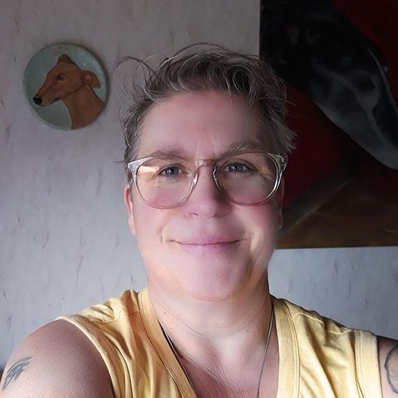 Betty @pawsofsilence (Pawsofsilence) Profile Image | Linktree