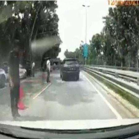 @sinar.harian  Serah diri lari sekatan jalan raya  Link Thumbnail | Linktree