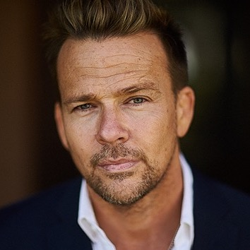 SEAN PATRICK FLANERY Interview Watch Now